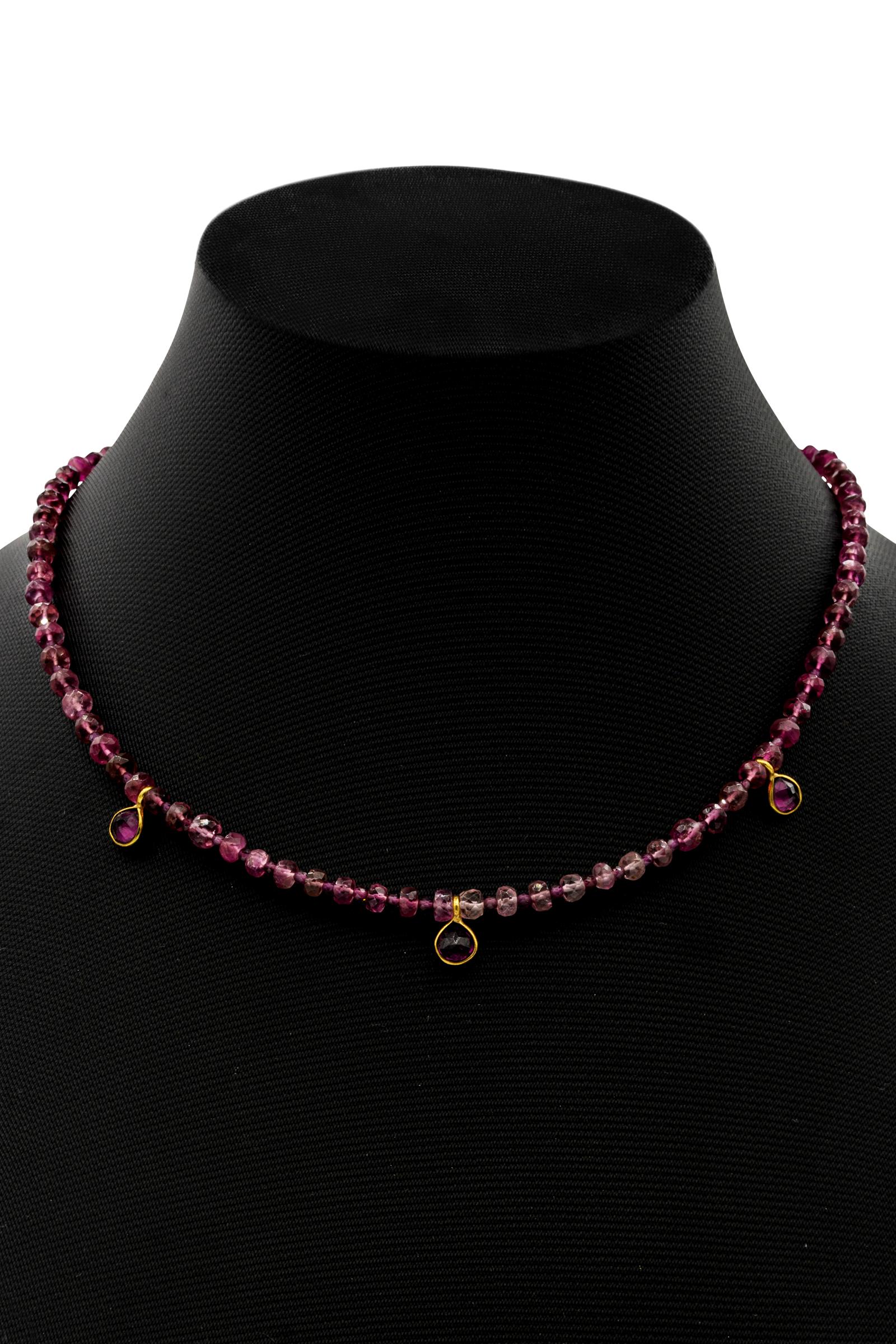 Choker India, con piedras de turmalina rosa y granate