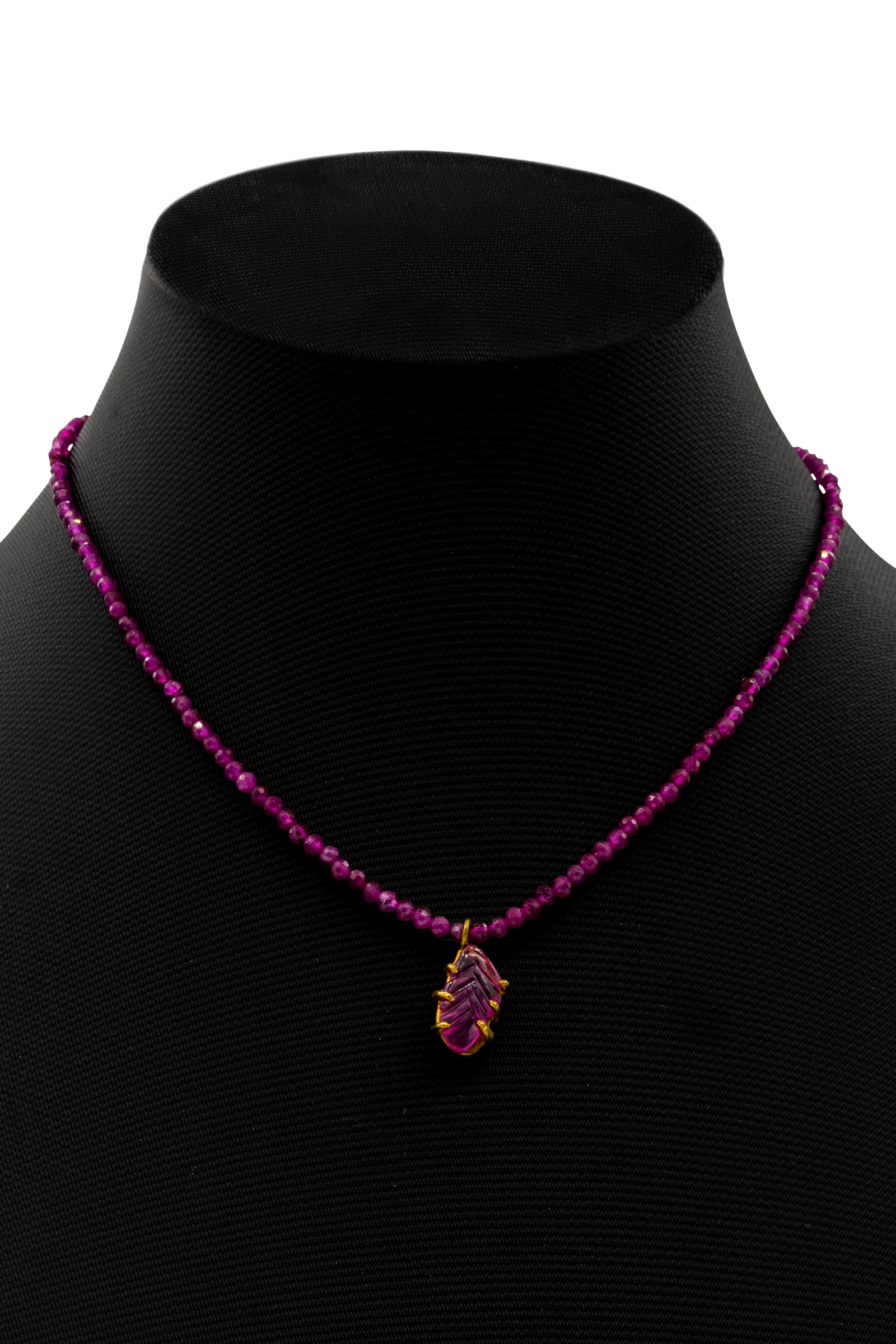 Choker India, con piedra de rubí corindón