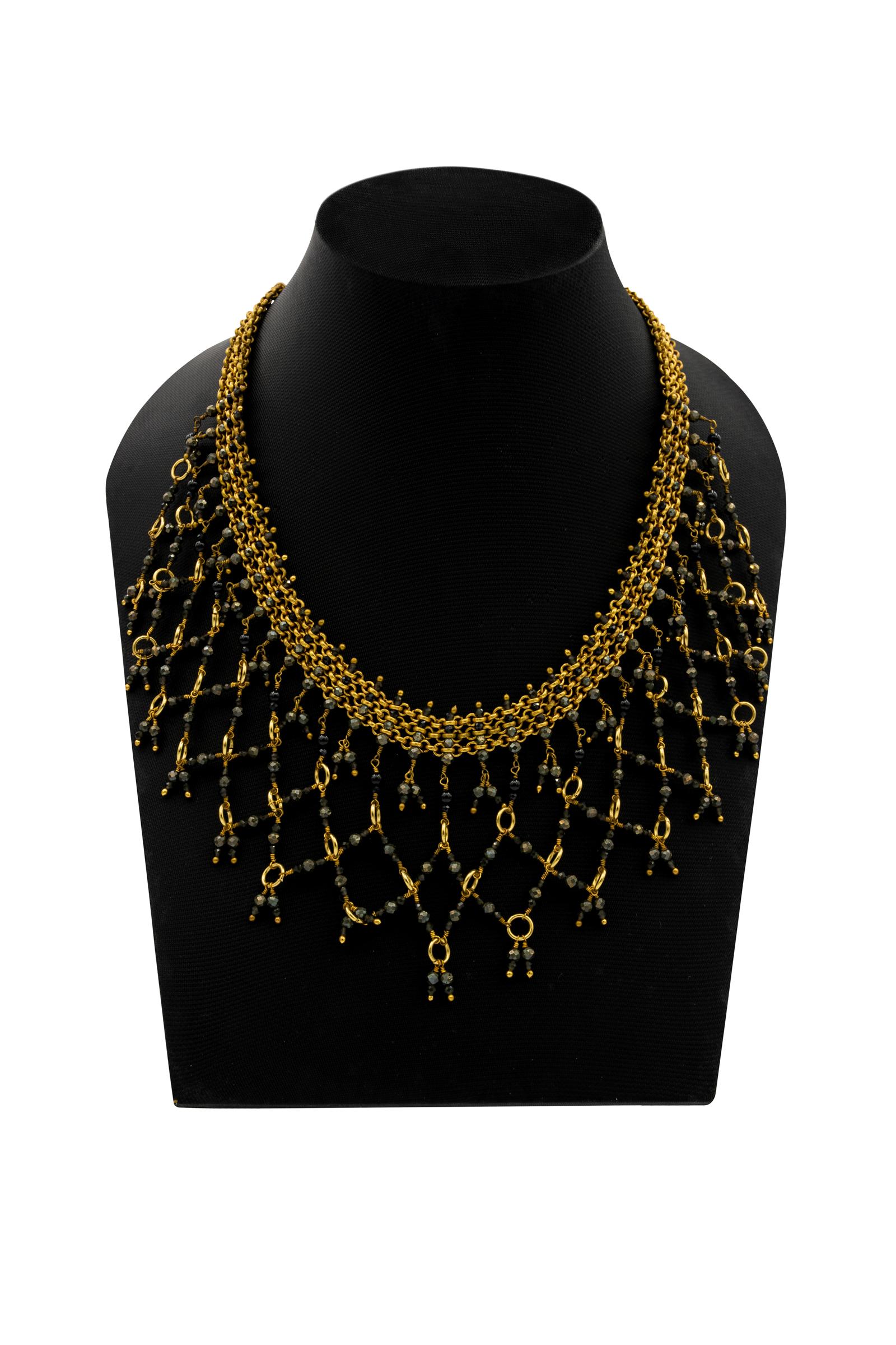 Collar India, Con piedras de obsidiana perita y ónix