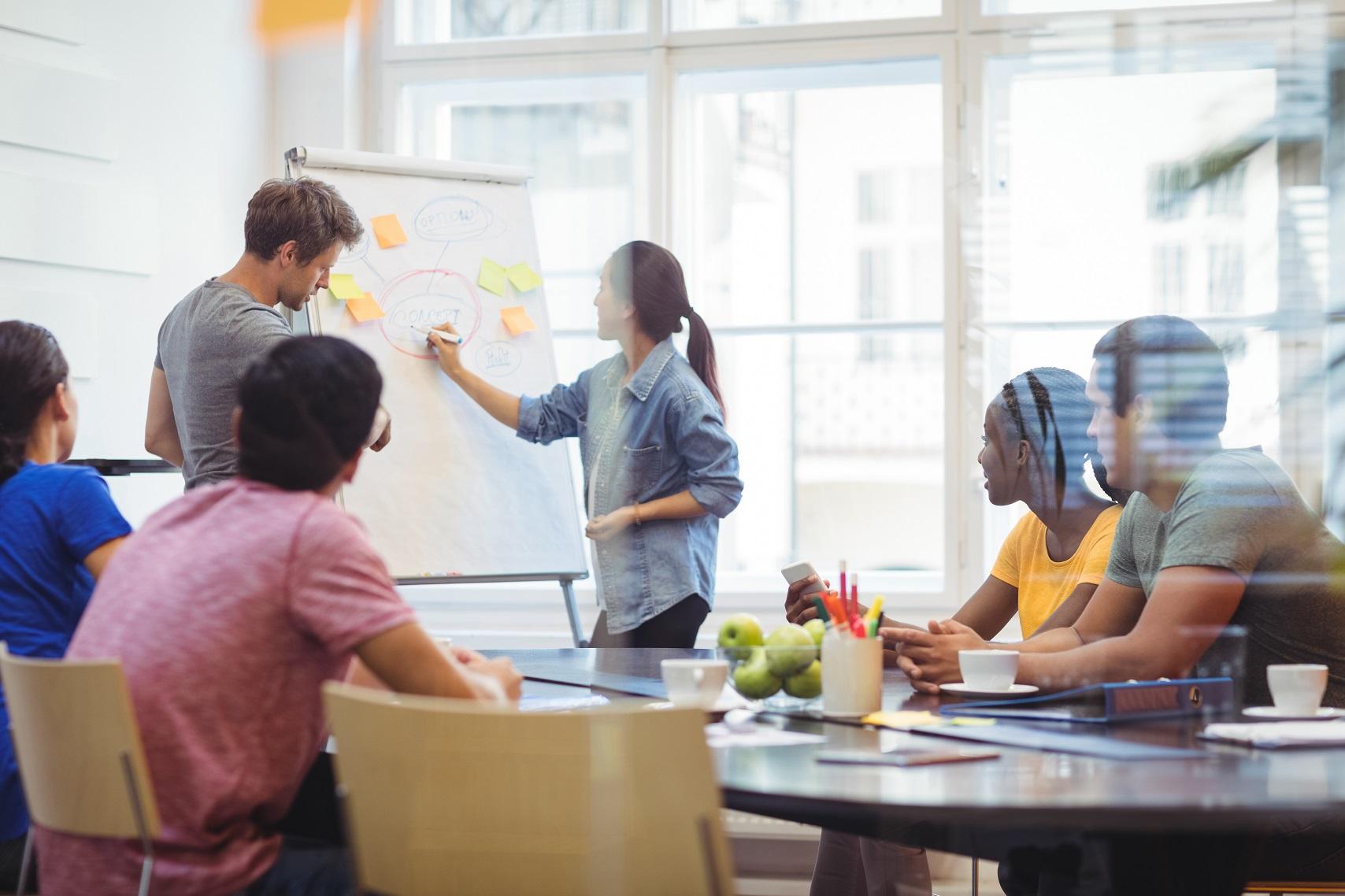 É possível aprender a ser um líder criativo ou uma líder criativa?