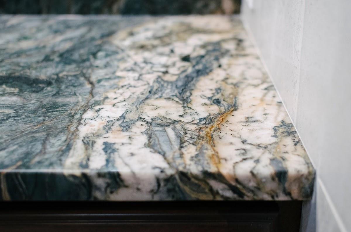 granite countertop bold veins pattern