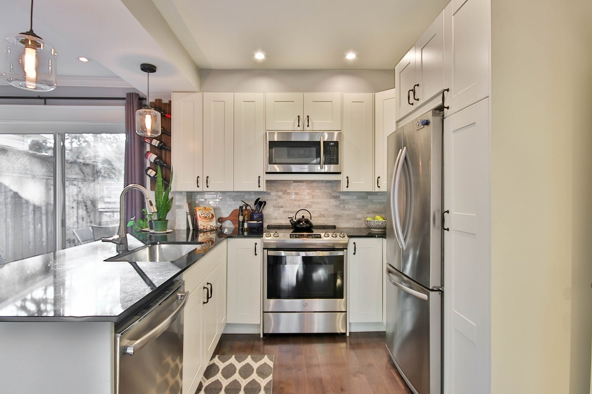 Contrasting Counters Kitchen Island Design Ideas
