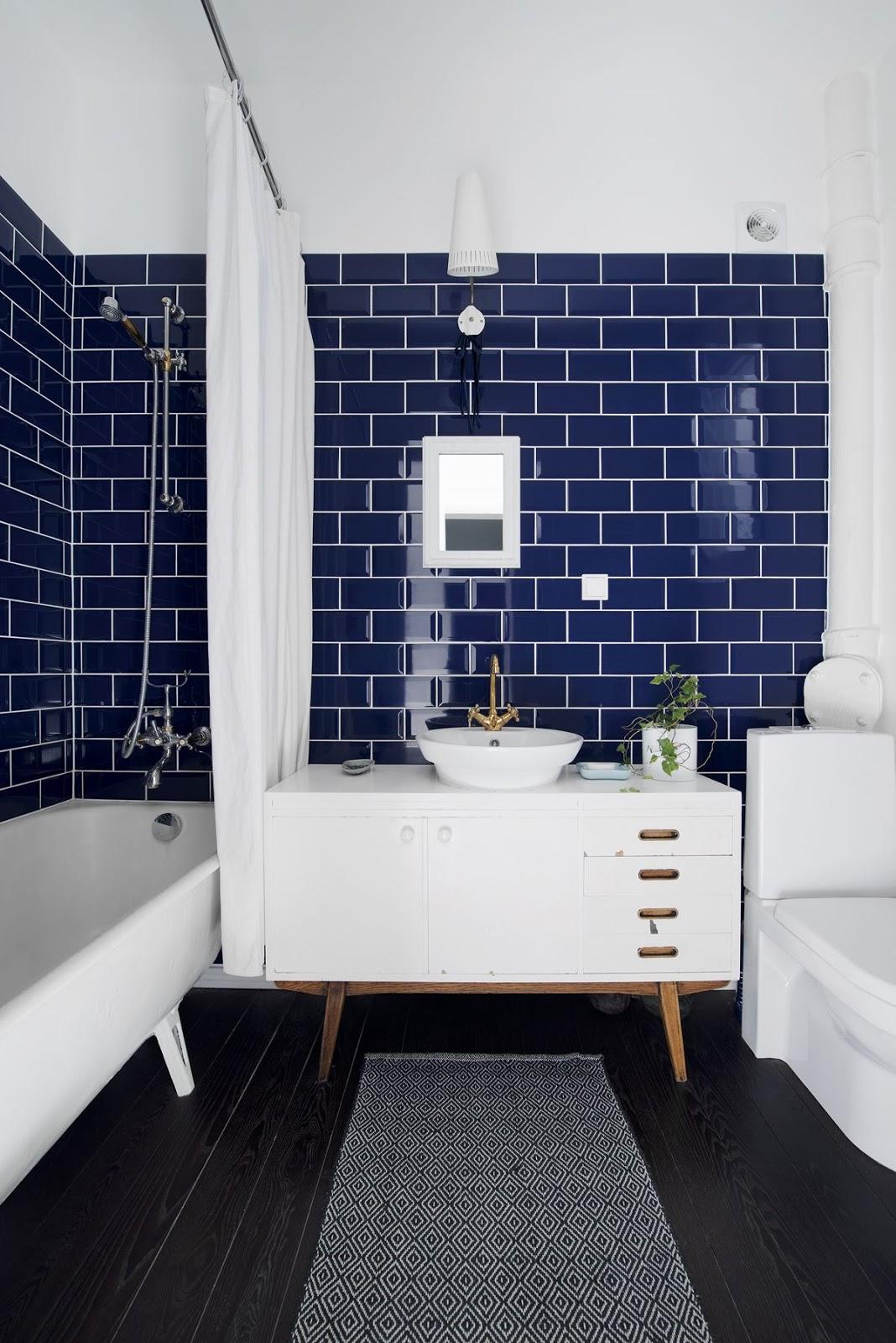 banheiro metro azul