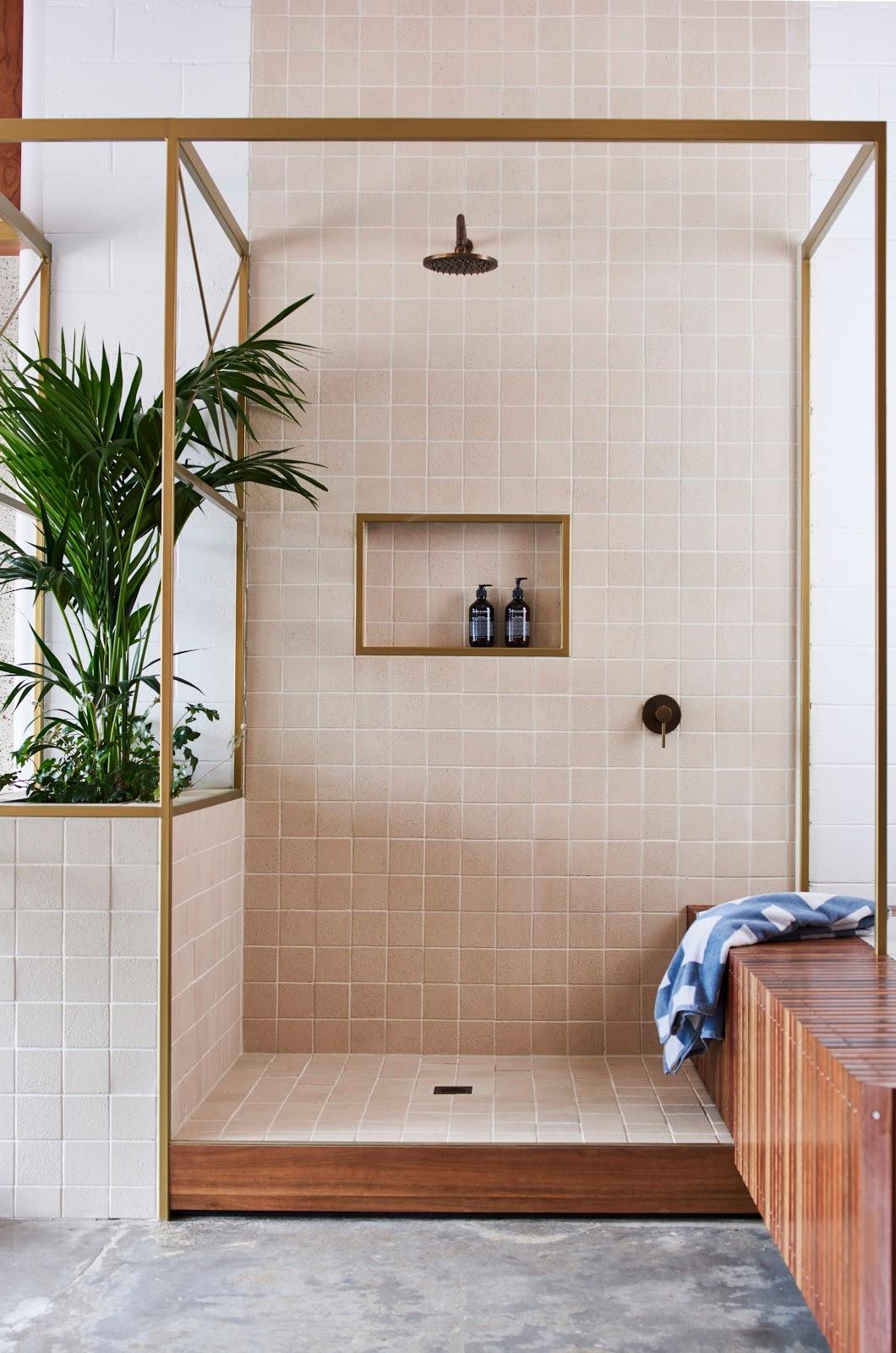 banheiro azulejo quadrado rosa