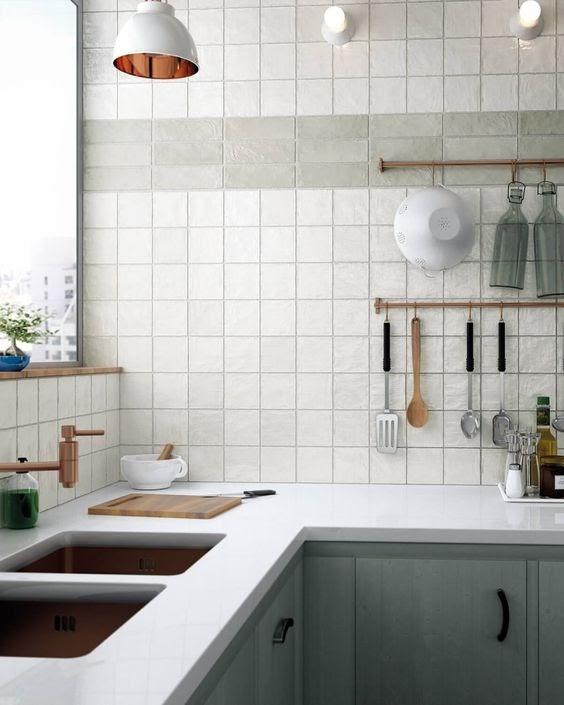 cozinha azulejo quadrado branco e cinza