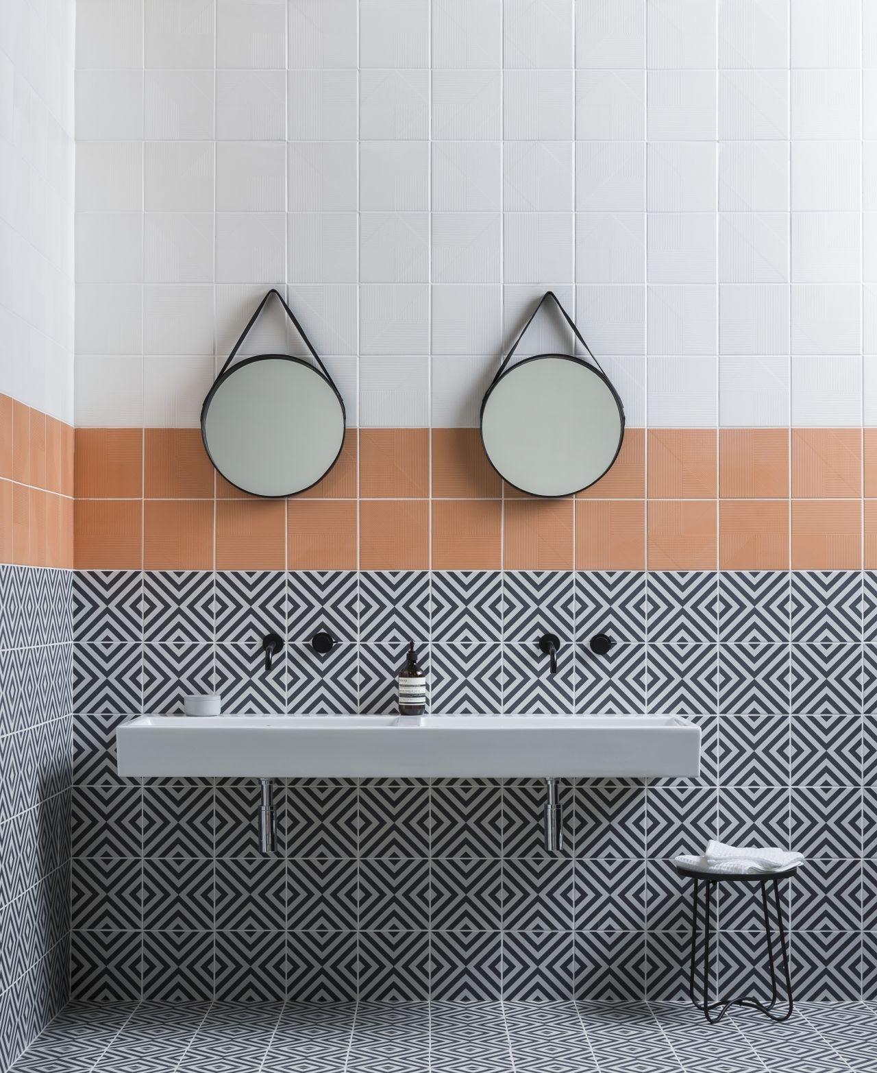 banheiro azulejo quadrado colorido
