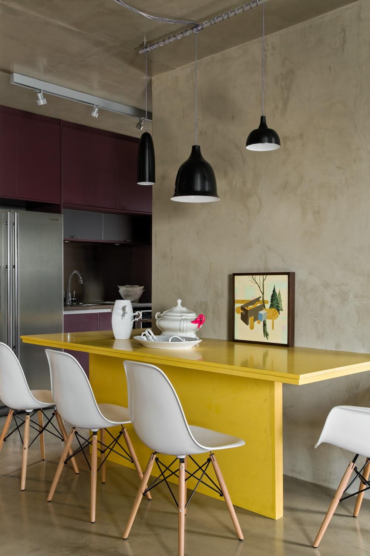 cozinha integrada decoração roxo e amarelo