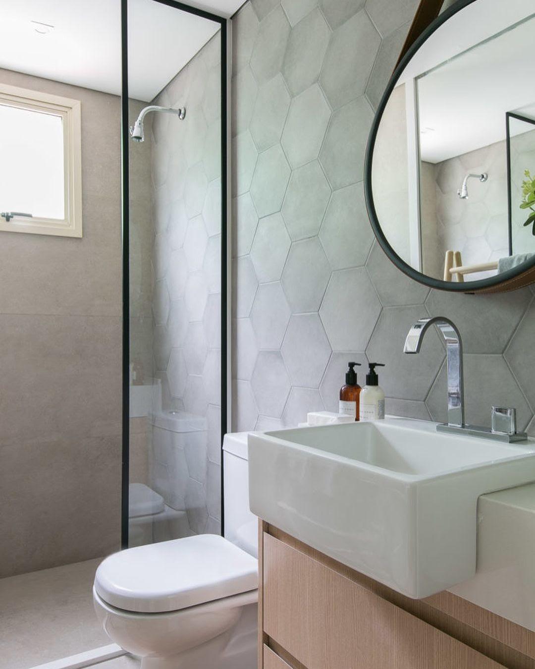 banheiro revestimento hexagonal na parede