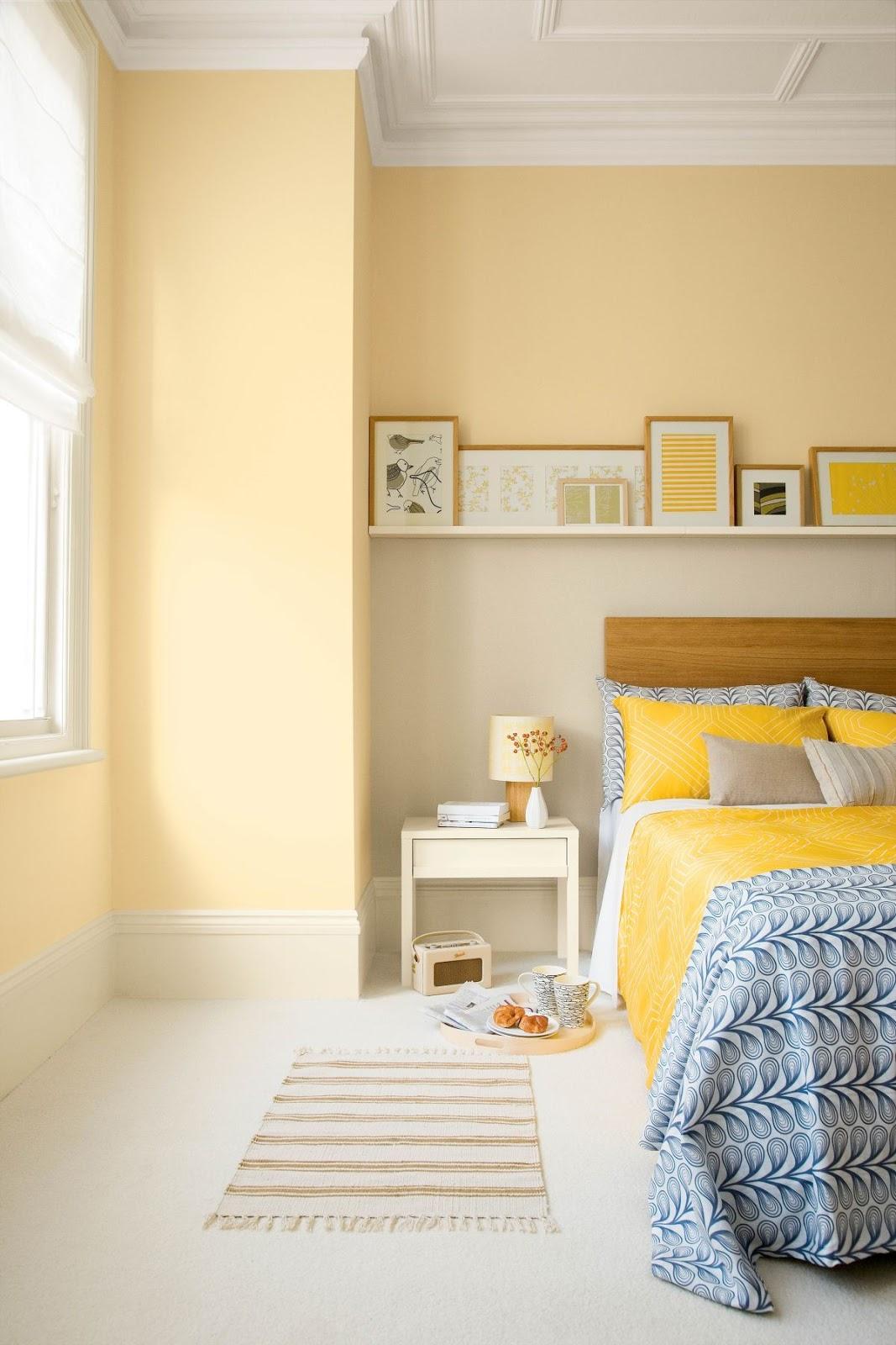 quarto de casal em tons de amarelo