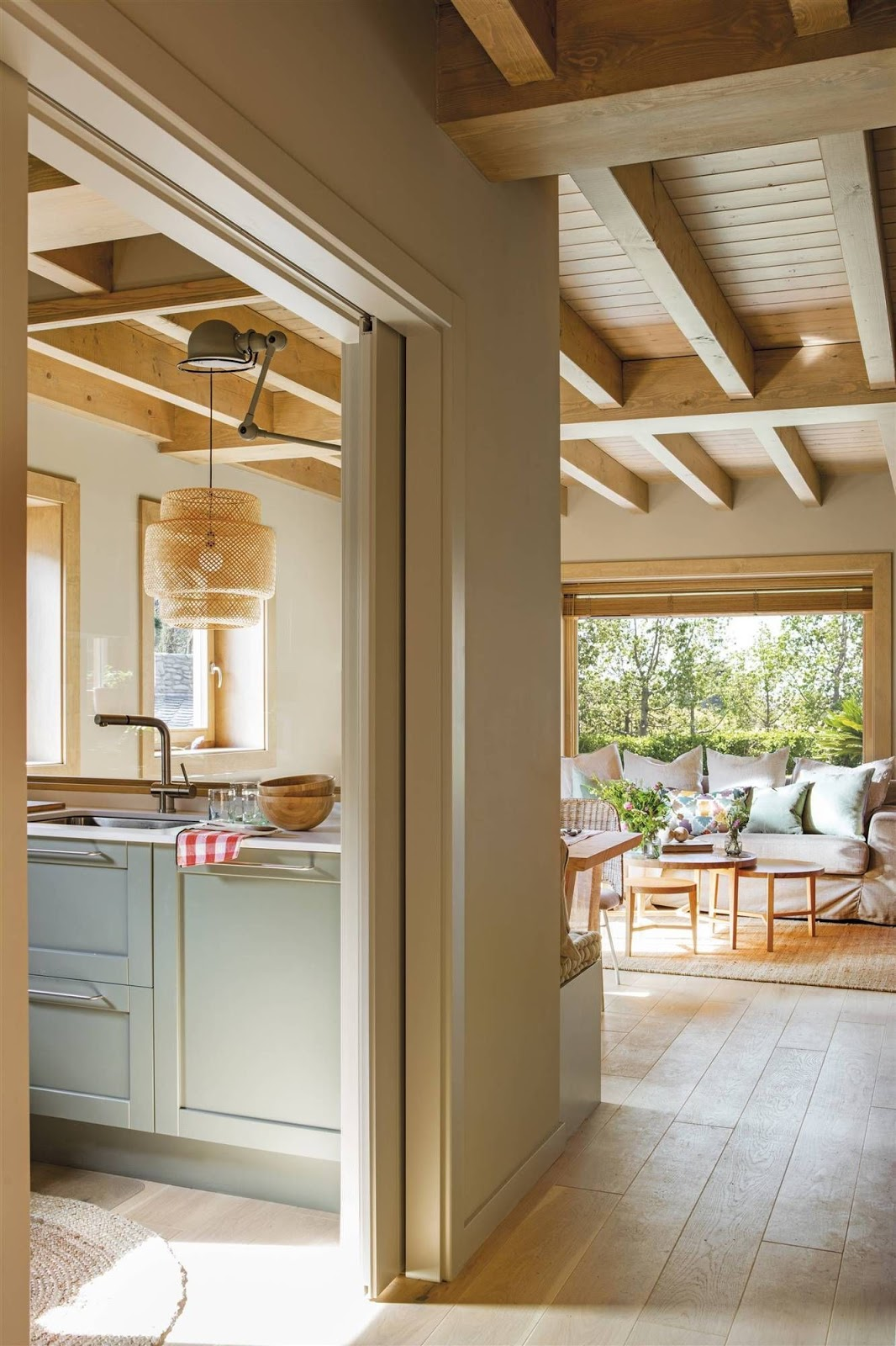 cozinha e sala de estar decoração em madeira