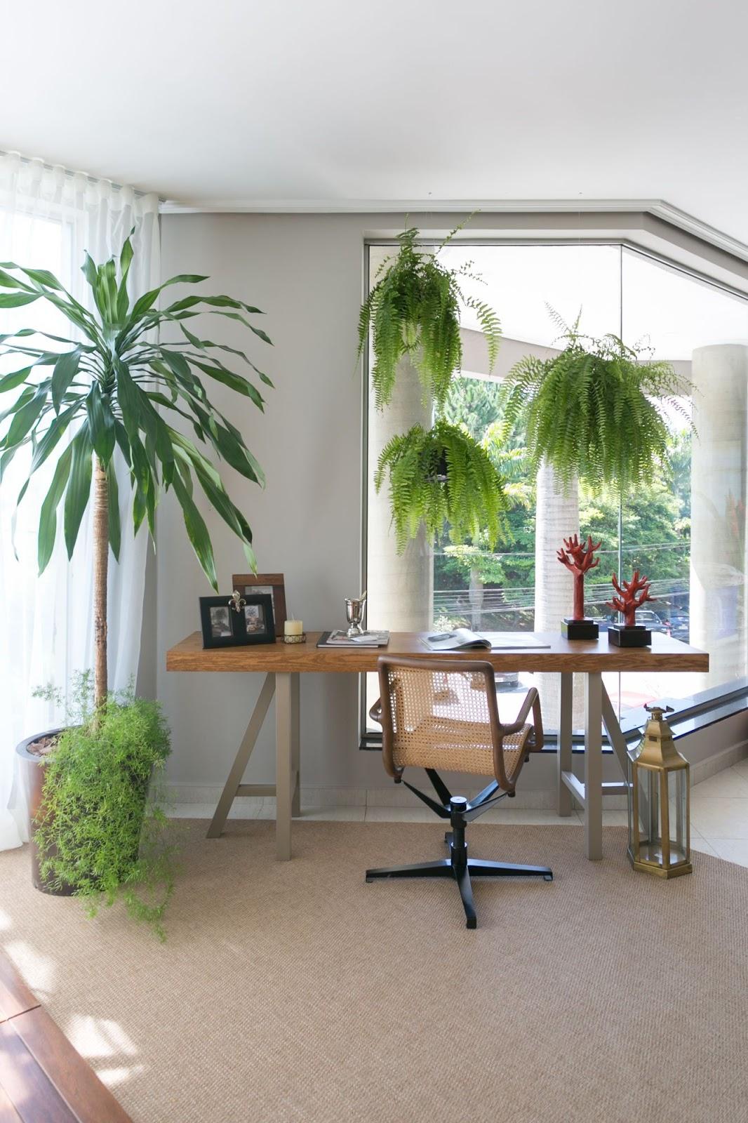 home office com elementos naturais