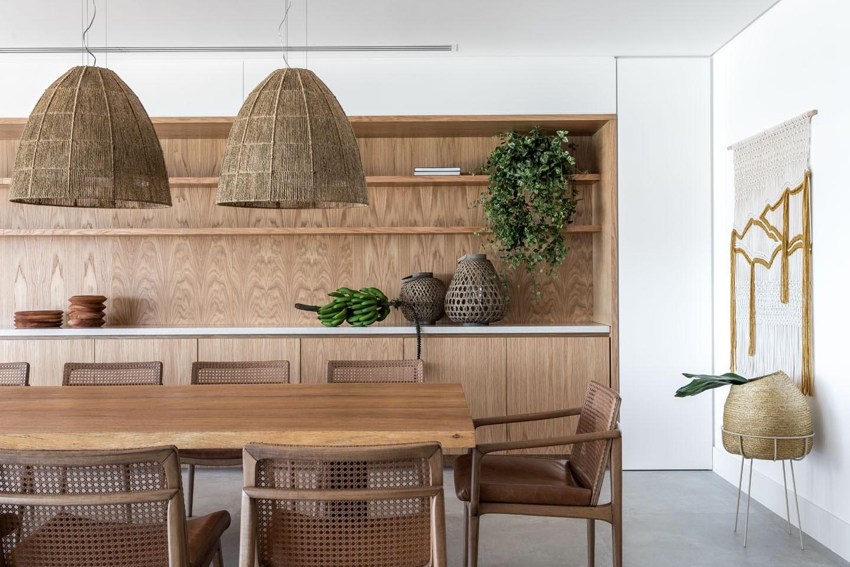 sala de jantar com elementos naturais