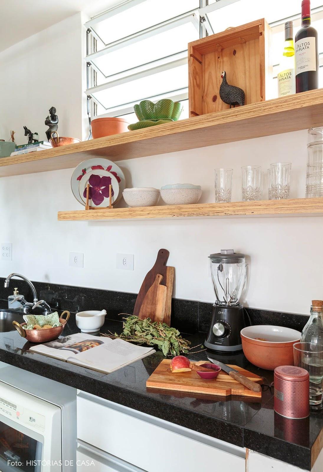 decoração cozinha com prateleiras