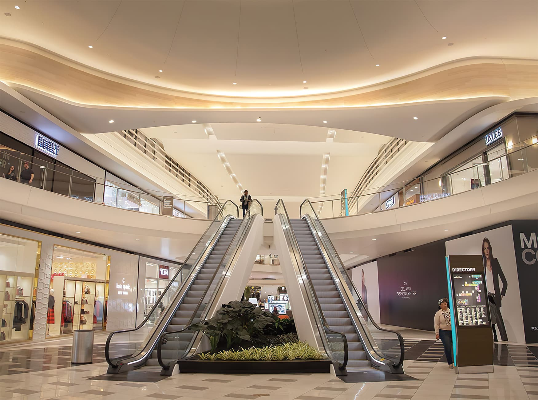 Del Amo Fashion Center located in Torrance, California. Retail shopping center digital directory map and pedestrian wayfinding design.