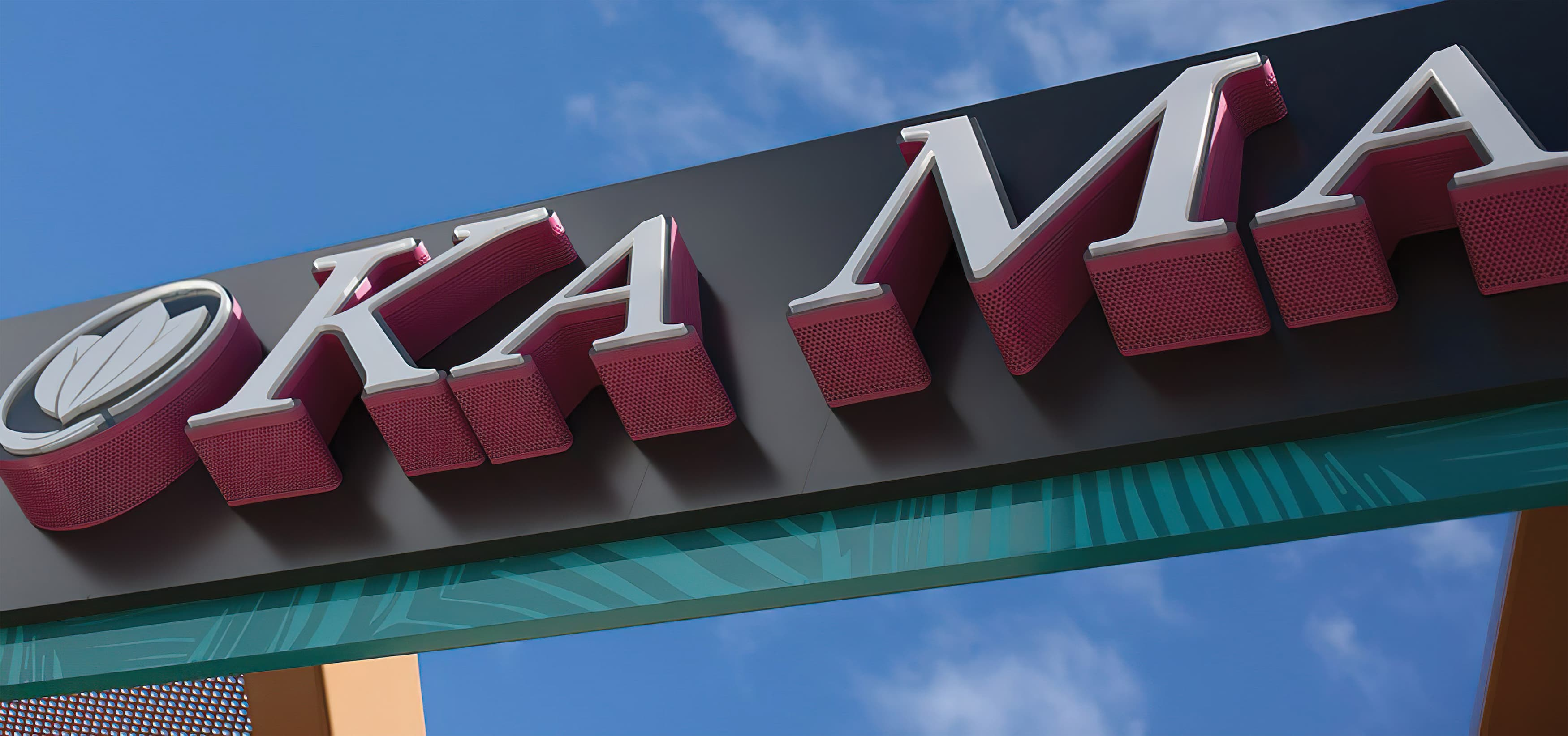 Ka Makana Ali'i, a shopping center outside Honolulu, Hawaii. RSM Design. Signage and Wayfinding Design.