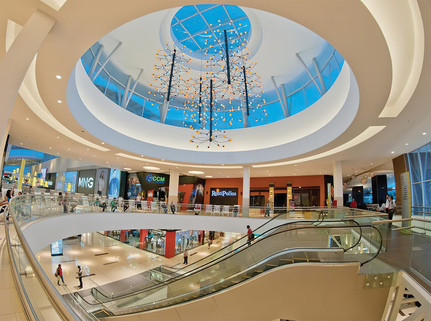 Lincoln Plaza, a retail destination in located in San Jose, Costa Rica. RSM Design brought environmental graphic design and architectural graphic design.