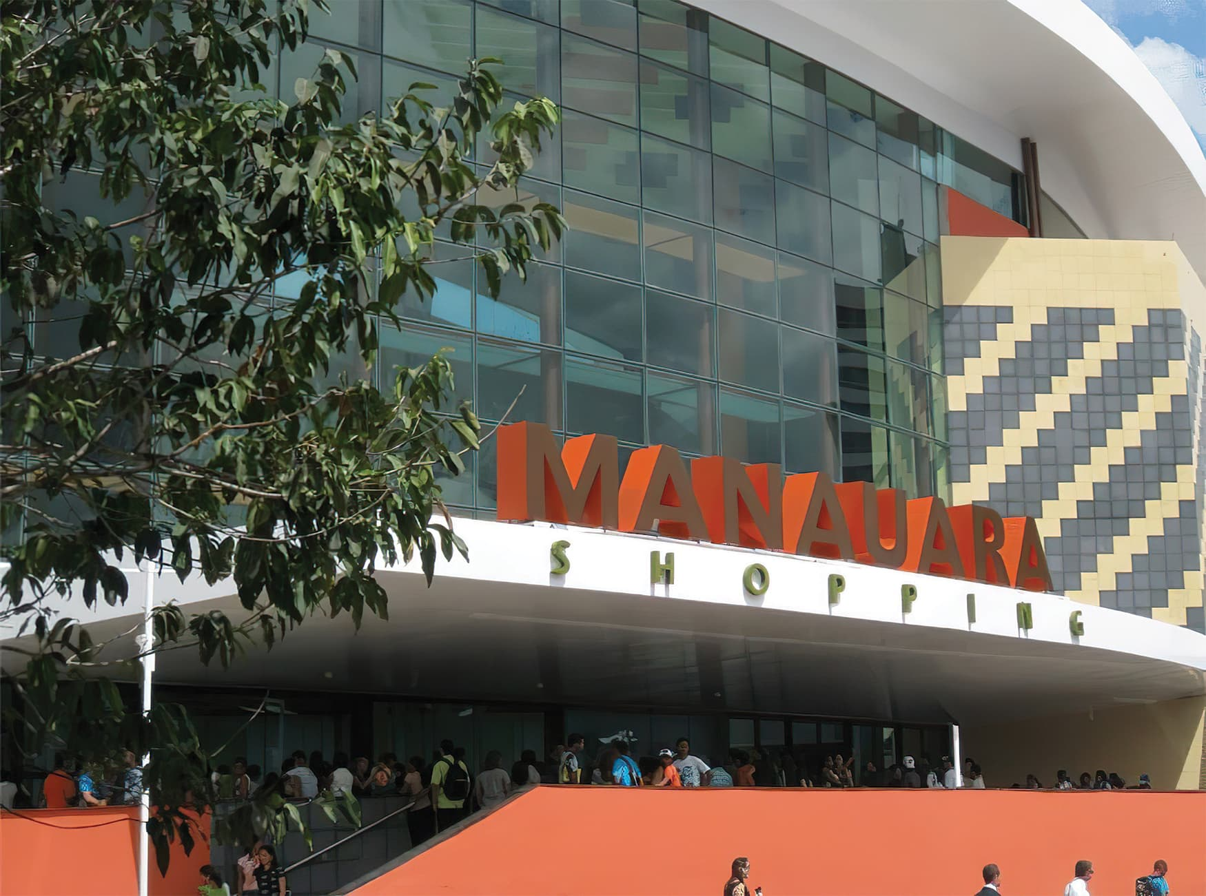 Manauara Shopping, a retail destination project located in Brazil. Canopy Signage. Project Identity Signage.
