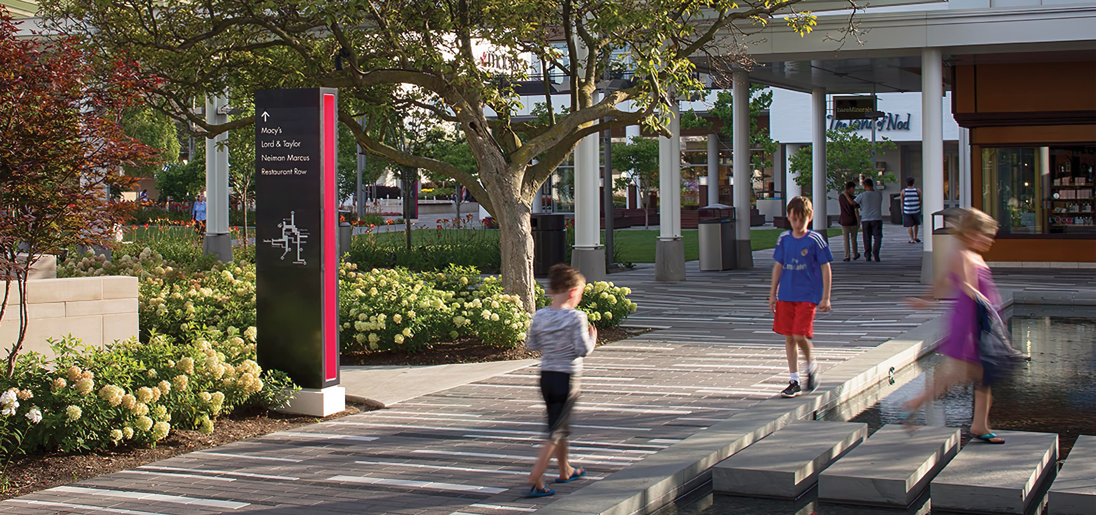 Oakbrook Center, a mixed-use shopping center in Oakbrook, Illinois. Project Wayfinding Signage.