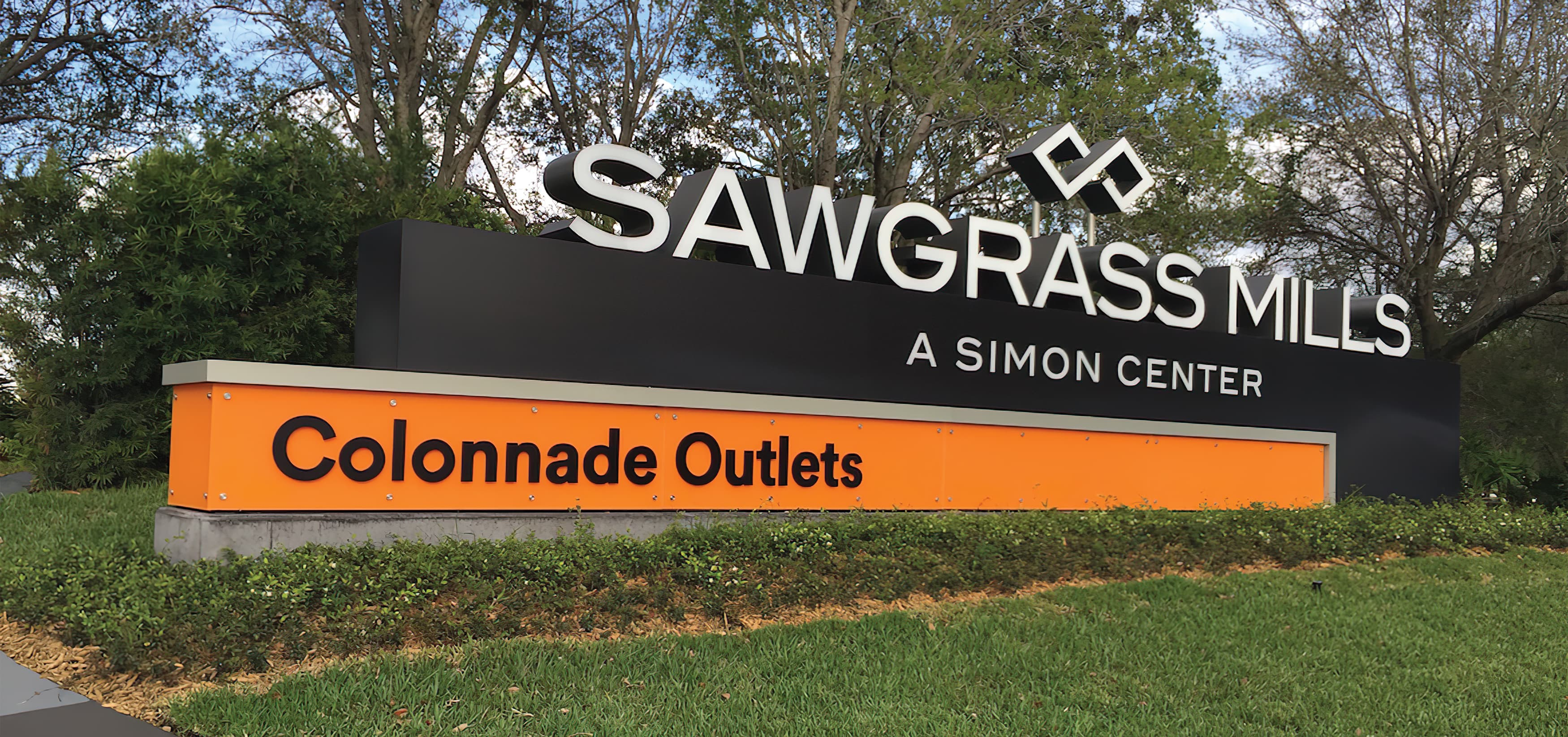 RSM Design worked to develop wayfinding signage, environmental graphics, and placemaking elements for Sawgrass Mills, a Simon Center located in Sunrise, Florida. Project Identity Monument.