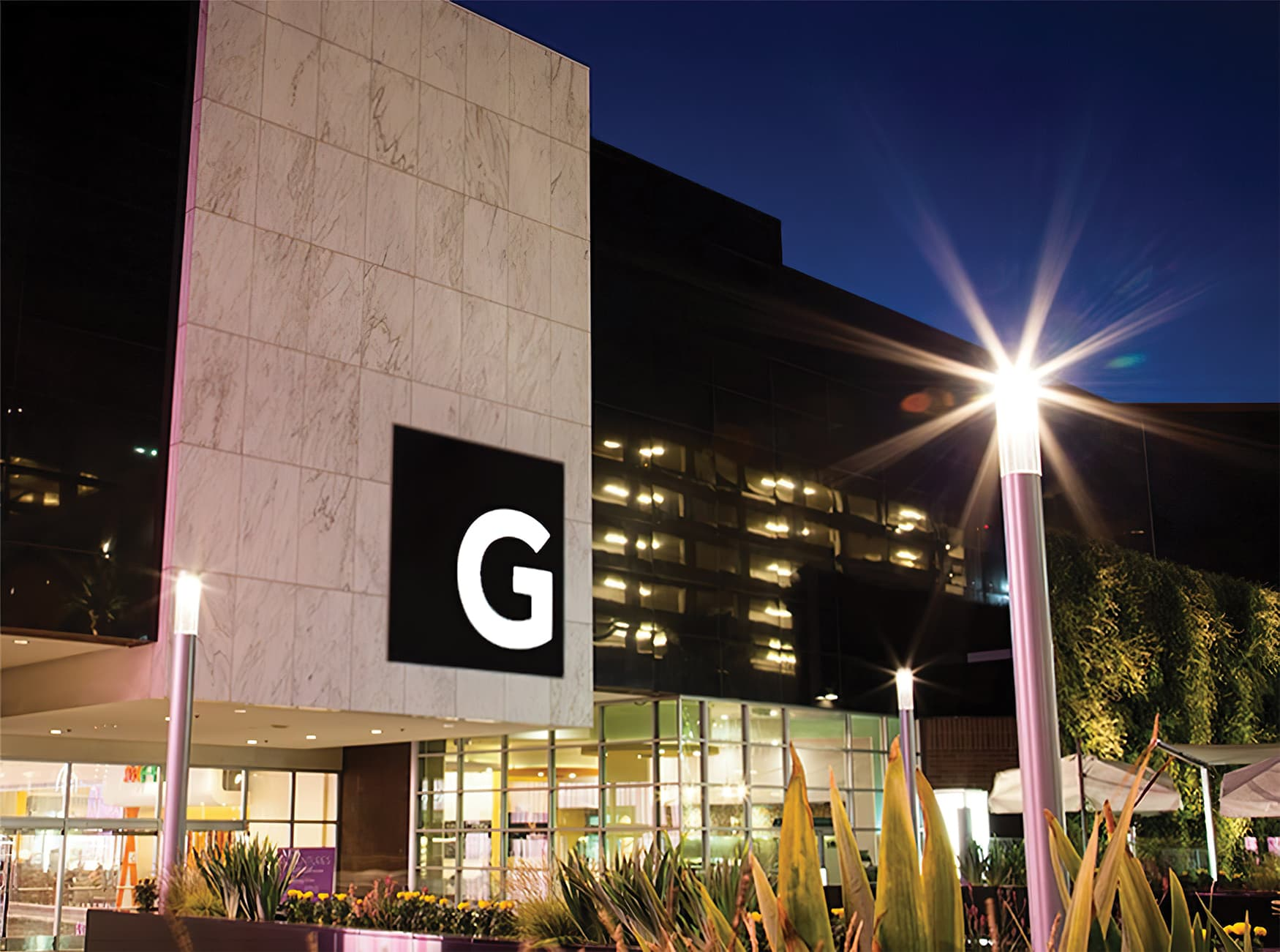 Glendale Galleria. A retail destination in Glendale, California. Project Facade Identity Signage