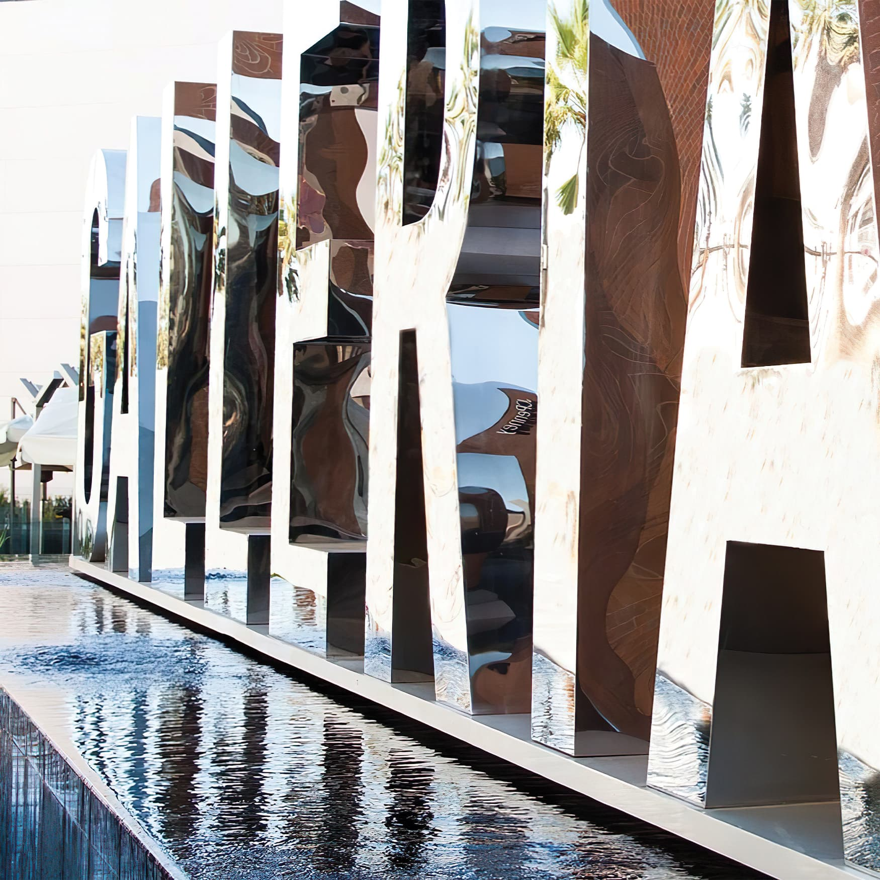 Glendale Galleria reflective project identity monument.