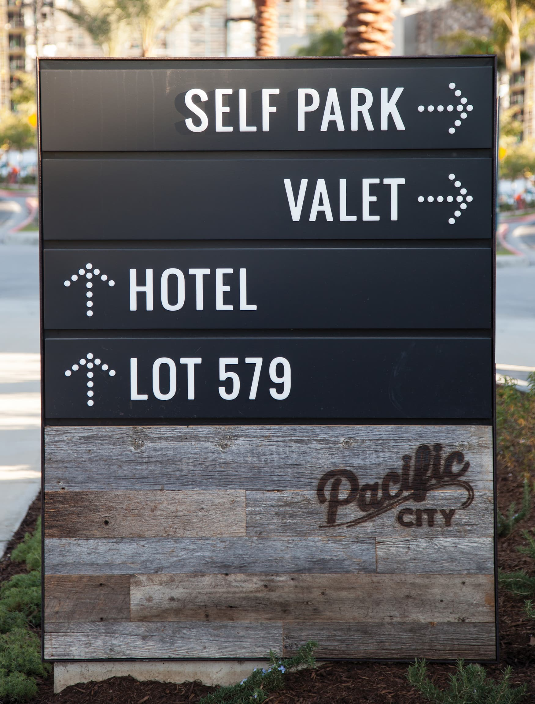 Pacific City waterfront retail project vehicular wayfinding system design