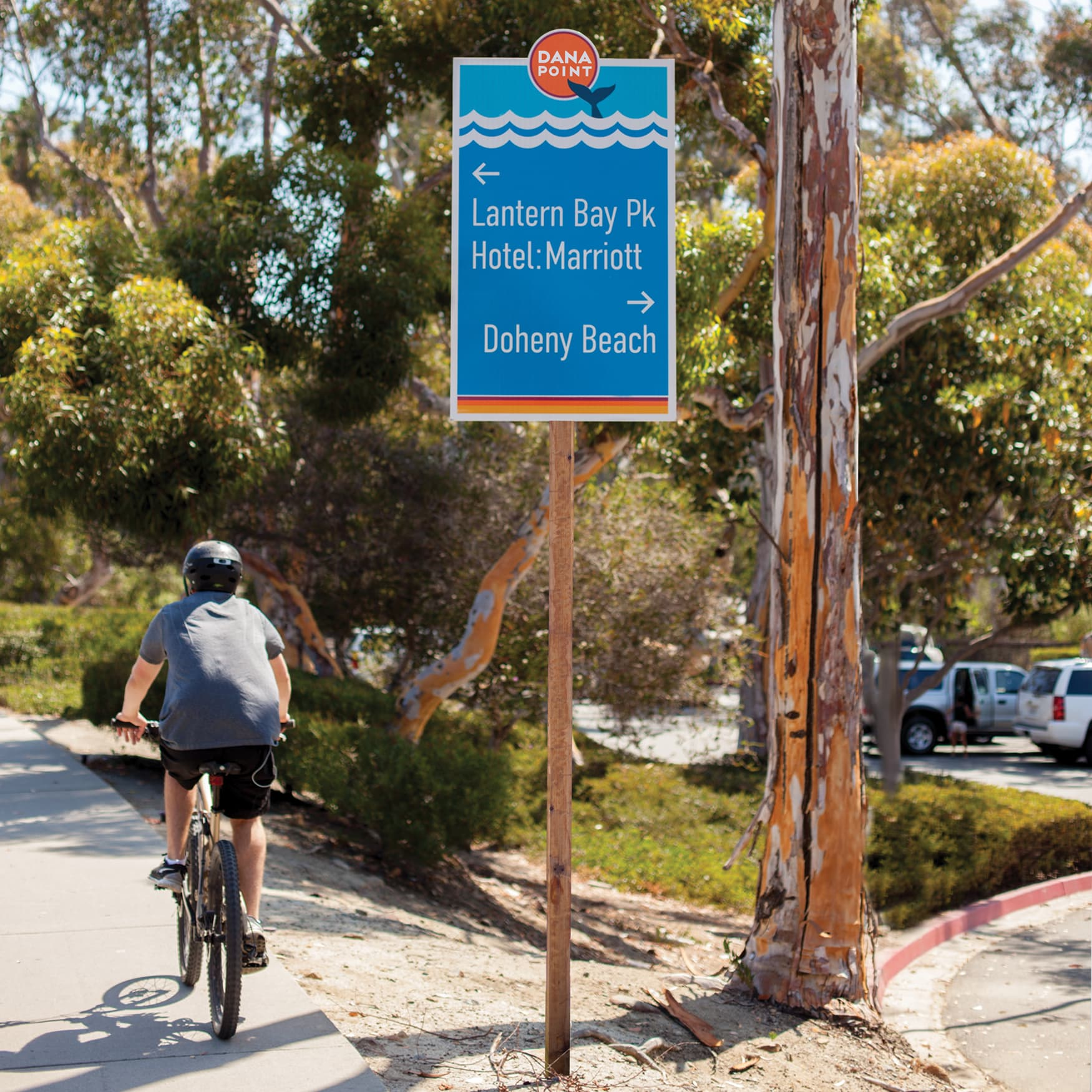 The City of Dana Point branded wayfinding system parking directional sign