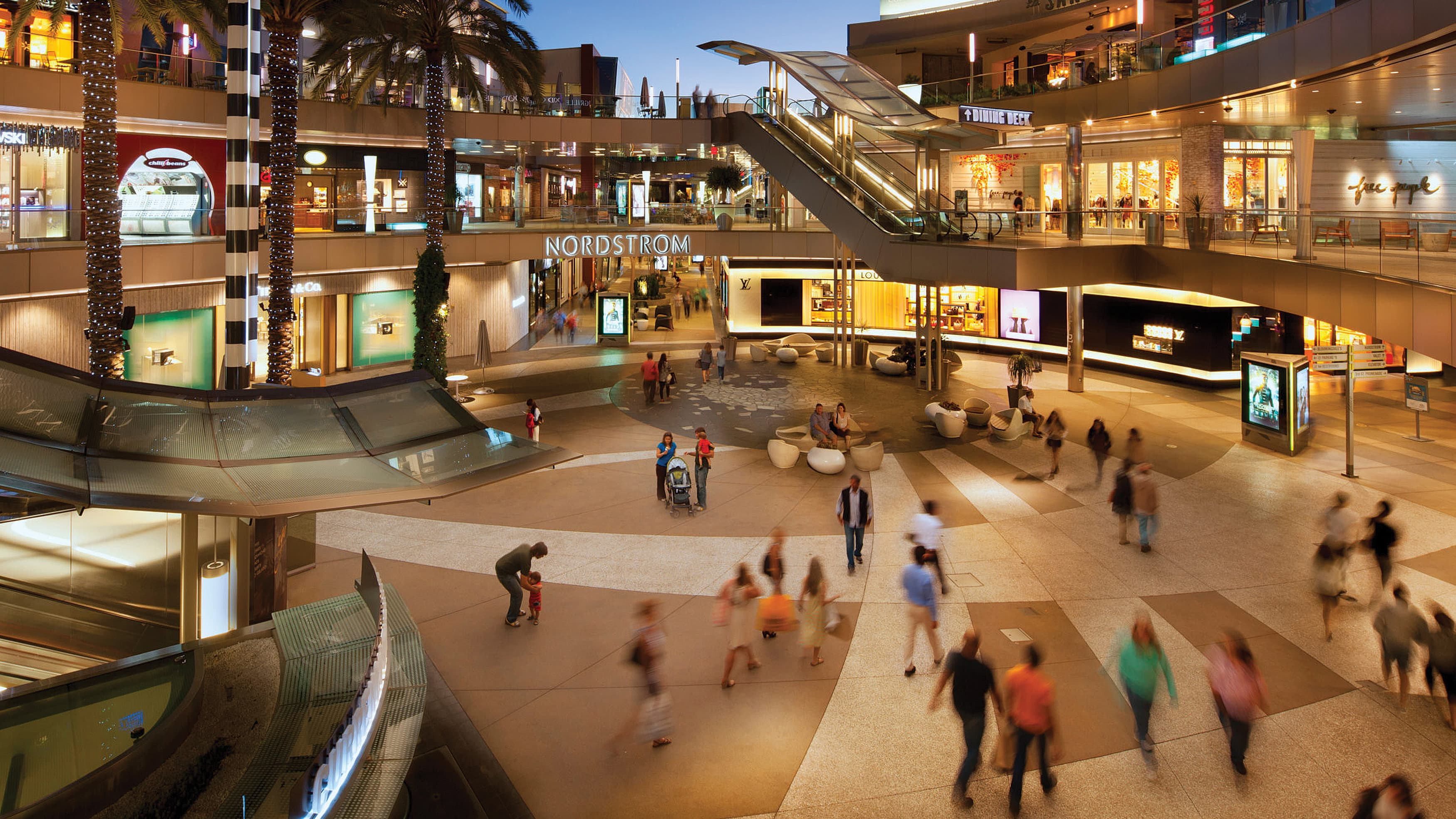 Image of people walking around and shopping at Santa Monica Place.
