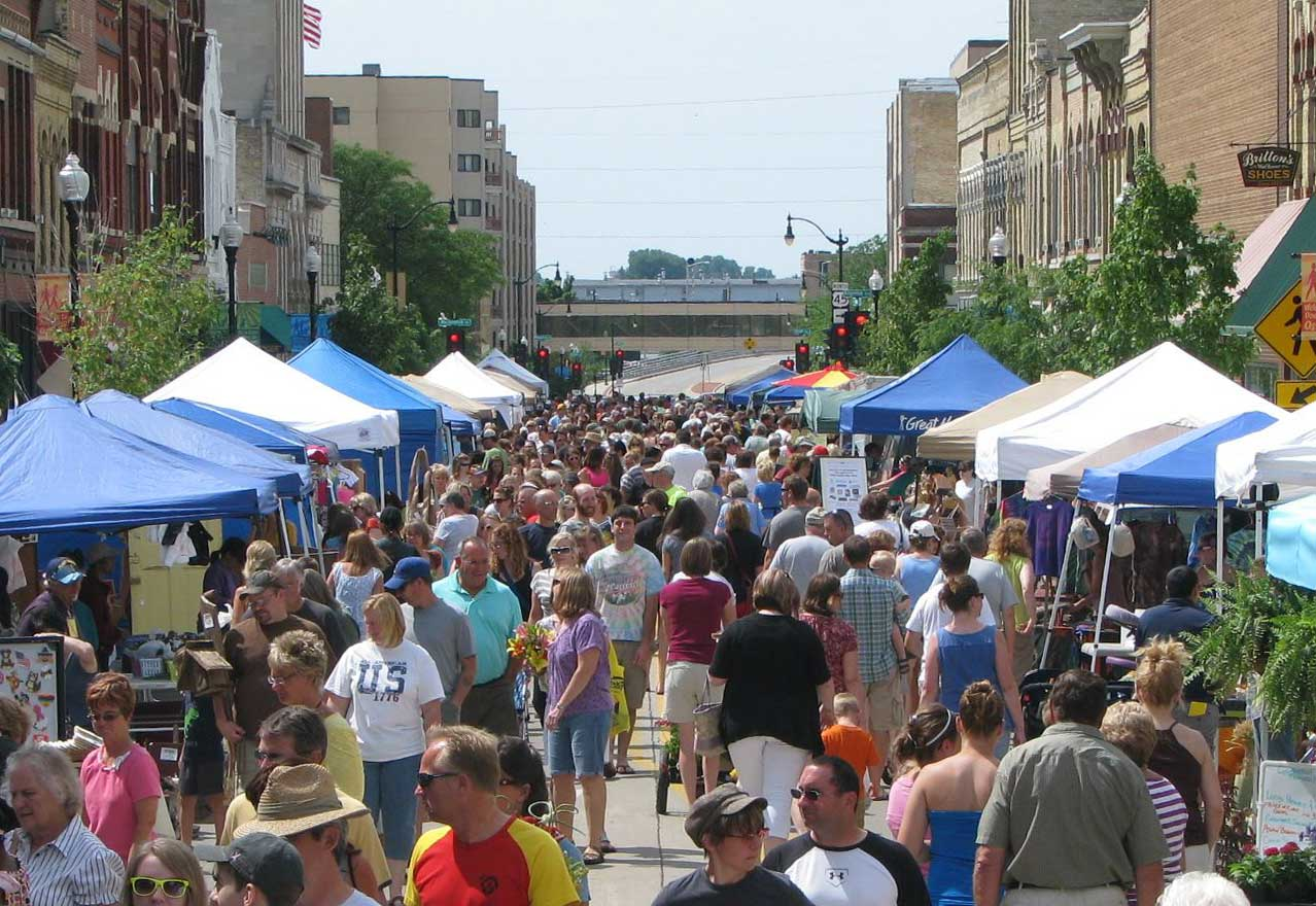 Crowded farmers' market in Oshkosh, Wisconsin