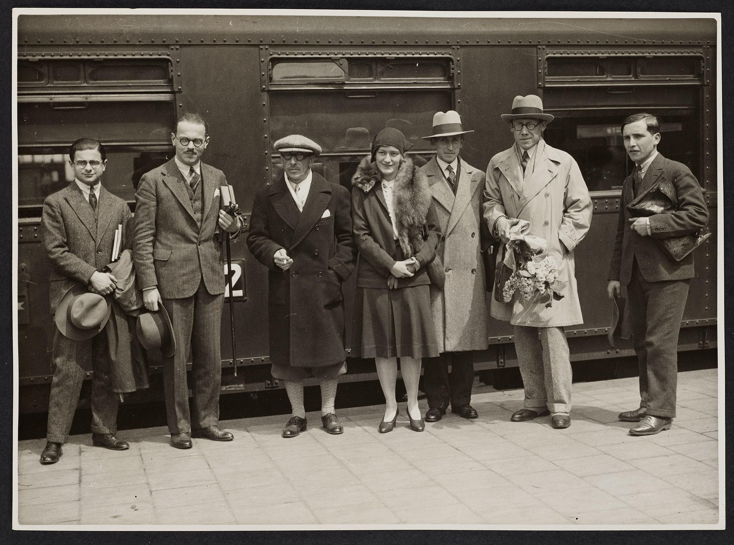 Group picture at the Amsterdam Central Station with Igor Stravinsky (third from the left) and son (second from the right). Taken on May 23, 1930. © Paul Sacher Stiftung