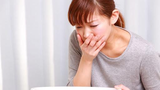 phụ nữ mang thai cảm thấy buồn nôn trong những tuần đầu