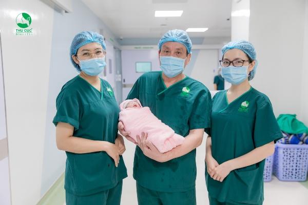 Đội ngũ bác sĩ giỏi trong nước và quốc tế có kinh nghiệm trong việc xử lý các ca sinh đẻ phức tạp như đa thai, mẹ sinh mổ nhiều lần, mẹ có u xơ tử cung...