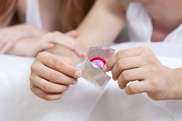 Sử dụng bao cao su đúng cách sẽ cho hiệu quả ngừa thai tới 98%