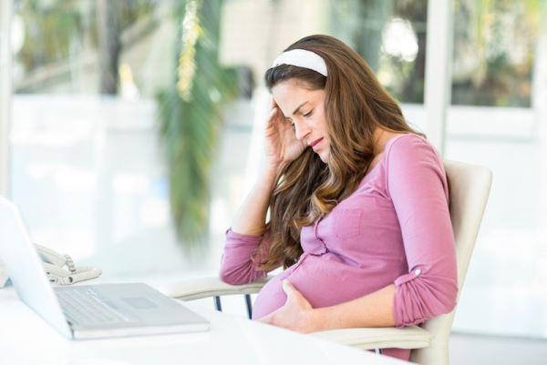 Người bị thai trứng bụng thường to hơn nhiều so với những mẹ bầu có cùng tuổi thai.