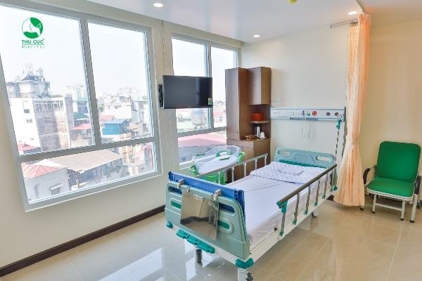 Phòng chăm sóc sau sinh đầy đủ tiện nghi cho mẹ và bé.
