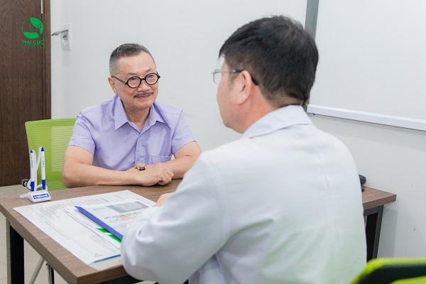 Nghệ sĩ Việt tầm soát ung thư ở Thu Cúc