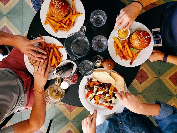 Chế độ ăn uống có tác động lớn đến sức khỏe dạ dày