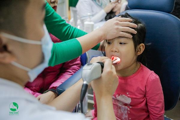 điều trị viêm họng cấp ở trẻ em