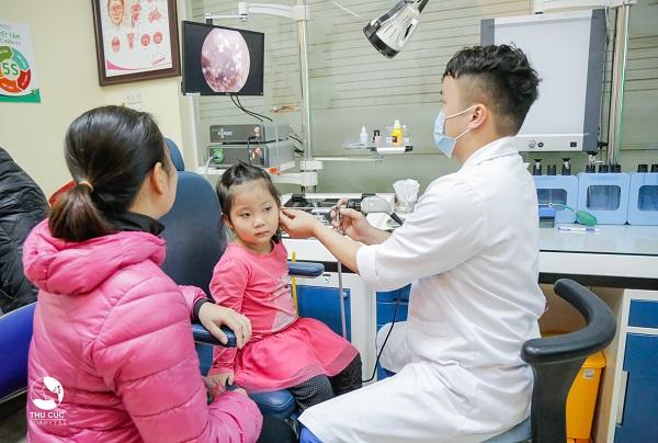 bệnh viêm họng cấp có thể gây nhiều biến chứng nguy hiểm như viêm tai giữa, viêm khớp, viêm cầu thận cấp,...