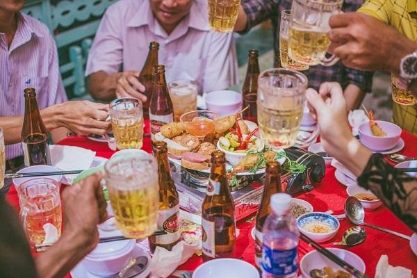 Sử dụng nhiều rượu bia sẽ gây hại cho dạ dày và ruột, dẫn đến rối loạn tiêu hóa