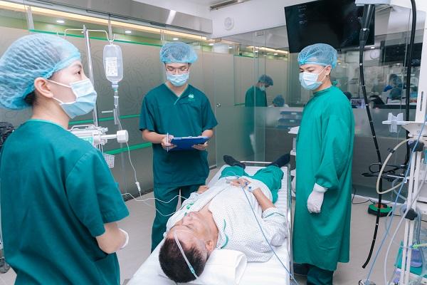 Tình trạng sức khỏe của người bệnh được theo dõi sát sao trong và sau khi nội soi trực tràng