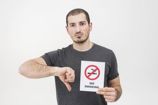 Thuốc lá cũng là tác nhân dẫn đến bệnh viêm loét dạ dày