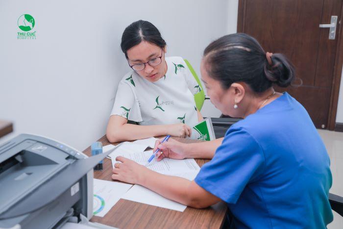 Khi thấy những dấu hiệu bất thường hoặc mang thai giai đoạn đầu, bạn nên thực hiện siêu âm đầu dò âm đạo.
