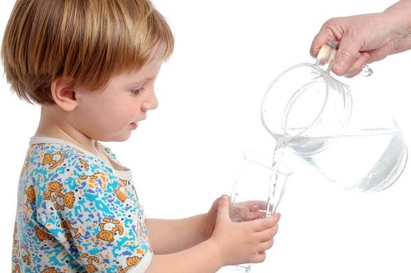 Cần bổ sung nước đầy đủ khi nhiễm trùng đường ruột