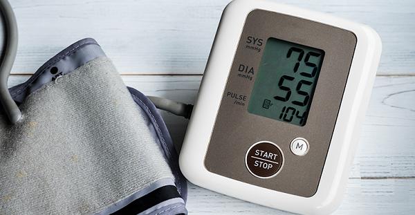 huyết áp thấp khi: tử số (huyết áp tâm thu < 90 mmHg) và/hoặc mẫu số (huyết áp tâm trương <60 mmHg.