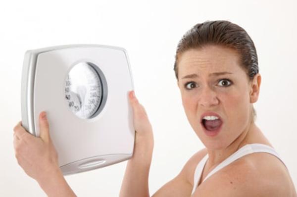 Tăng hoặc giảm cân đột ngột cũng khiến kinh nguyệt bị trễ