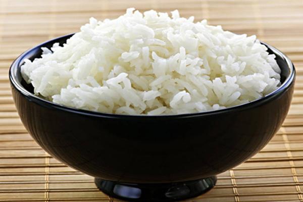 Người bị tiêu chảy nên ăn thực phẩm giàu tinh bột như cơm trắng