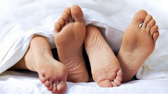 Quan hệ tình dục không an toàn là nguyên nhân hàng đầu gây lây nhiễm bệnh HSV.