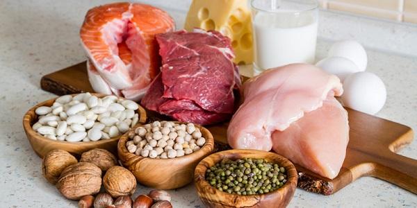 Có nhiều loại thực phẩm giúp mẹ bầu bổ sung protein như thịt cá, trứng, sữa và các loại hạt,...