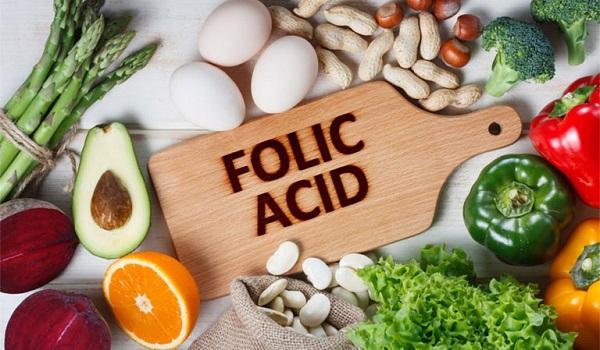 Mẹ bầu có thể bổ sung axit folic tự nhiên thông qua các loại rau củ